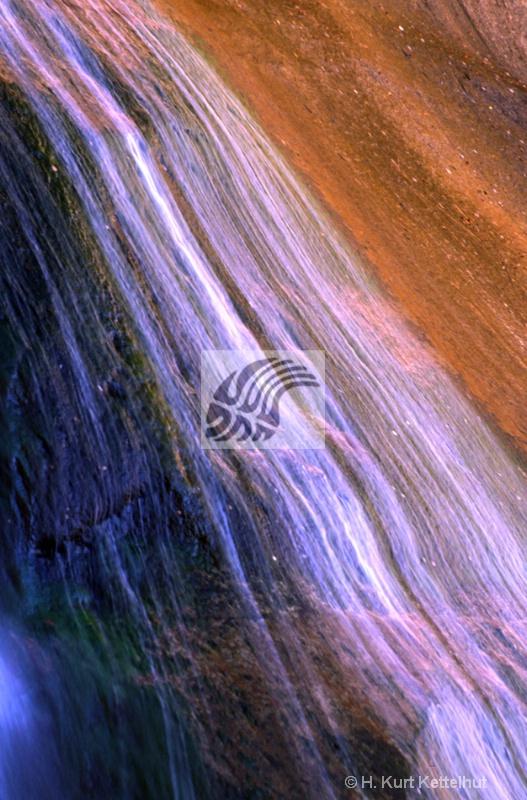 desertwaterfall2 - ID: 10485429 © Kurt Kettelhut