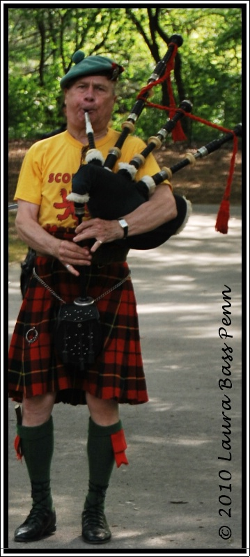 bag pipes - ID: 10512005 © laura  penn
