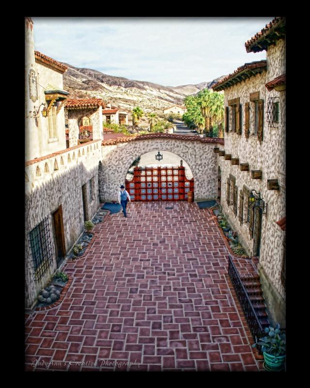 Scotty's Courtyard - ID: 10695921 © JudyAnn Rector