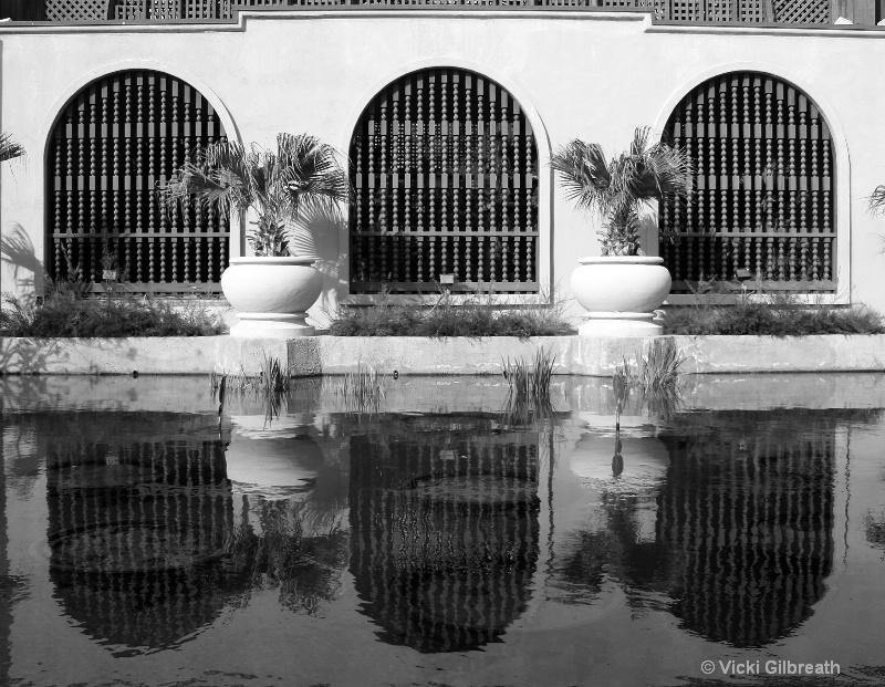 reflections - balboa park - ID: 10700706 © Vicki Gilbreath