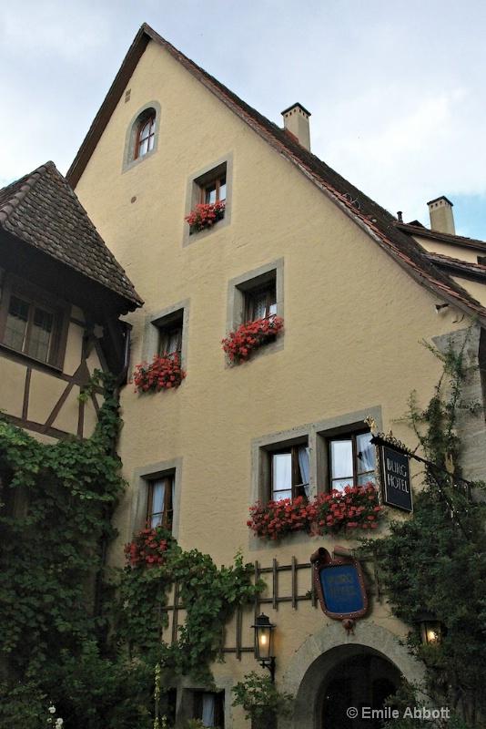 Burg hotel in Rothenburg - ID: 10832289 © Emile Abbott