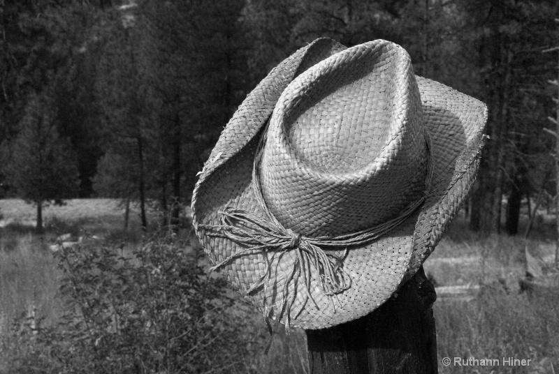 Straw Hat bw