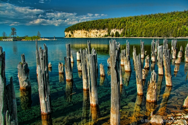 Limestone Cliffs - ID: 11117544 © Ron Livingston