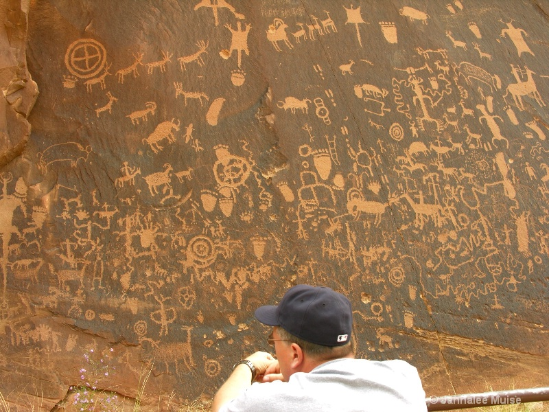 Newspaper Rock - ID: 11543049 © Jannalee Muise