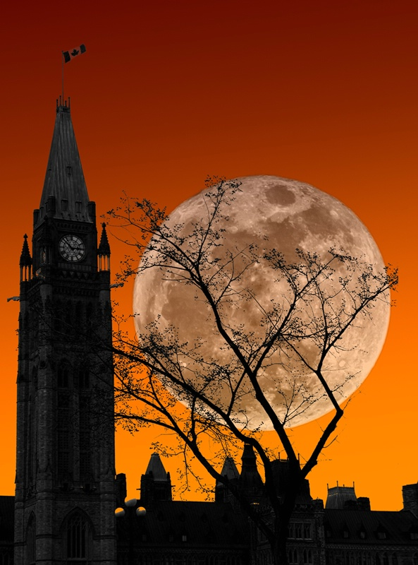 Moon Over Parliament - ID: 11552714 © Eric Highfield