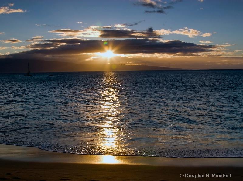 Maui Sunset - ID: 11668173 © Douglas R. Minshell