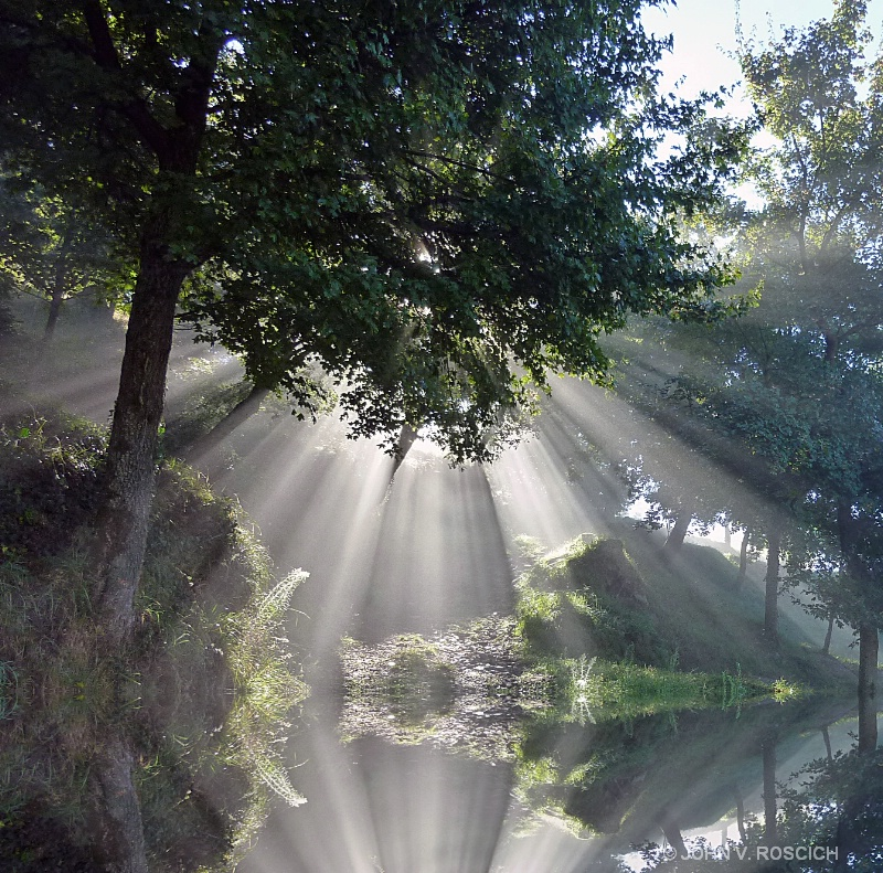 GOD RAYS REFLECTED