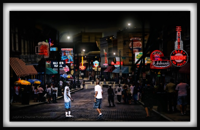Sharin' the Street - ID: 11720422 © JudyAnn Rector