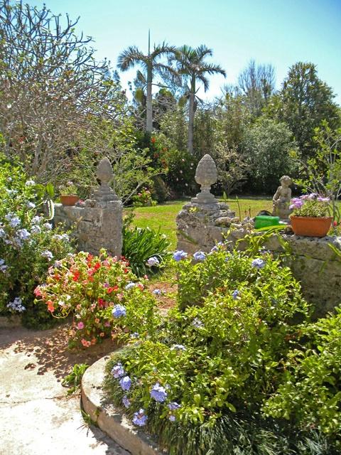 gardens of granaway inn - ID: 11776705 © Roberta E. Wall