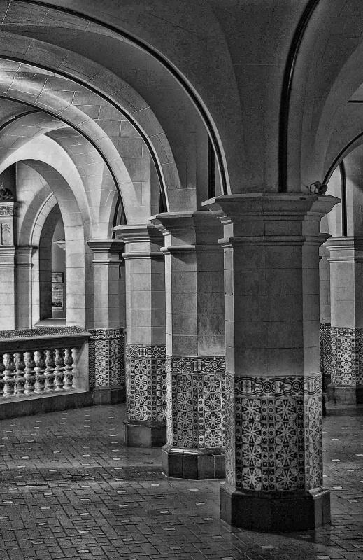 Columns - ID: 11904735 © Tomás Widow
