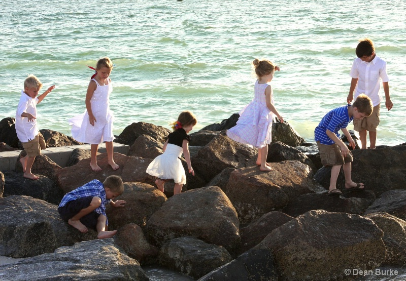 Children, the Jeety, and the Sea - ID: 12083369 © Dean Burke