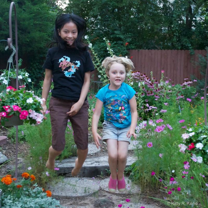 yumiko and izzy jumping - ID: 12107122 © Kitty R. Kono