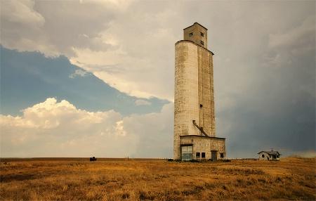 Lone Grain Silo