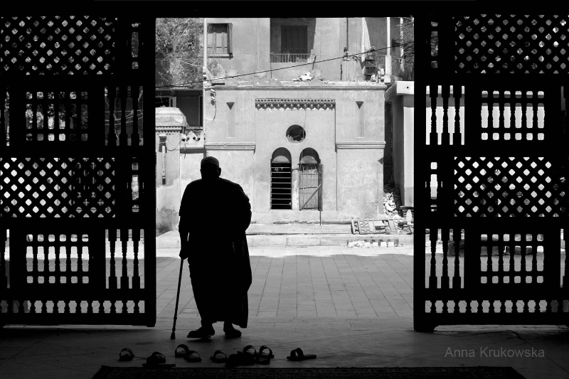 Entering mosque