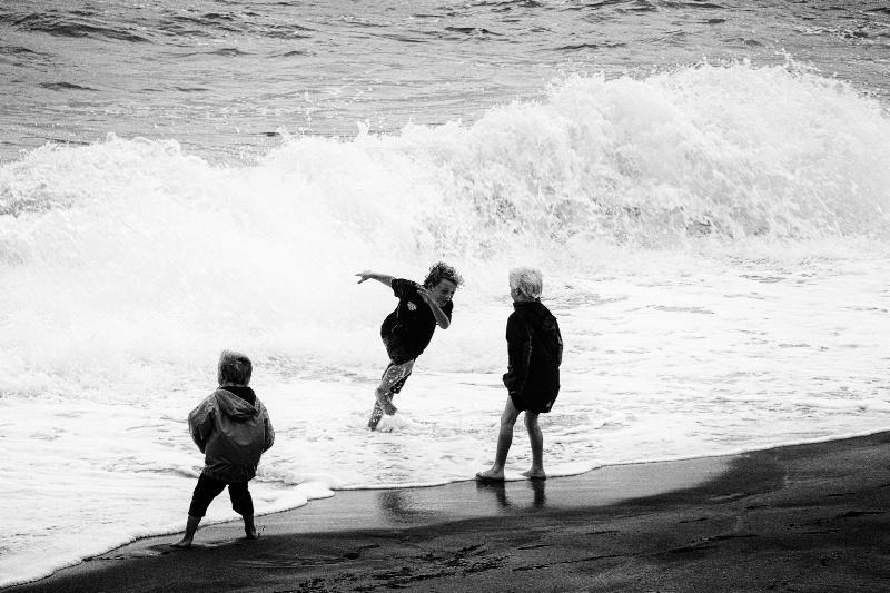 Surf Kids - ID: 12293104 © Stanley Singer