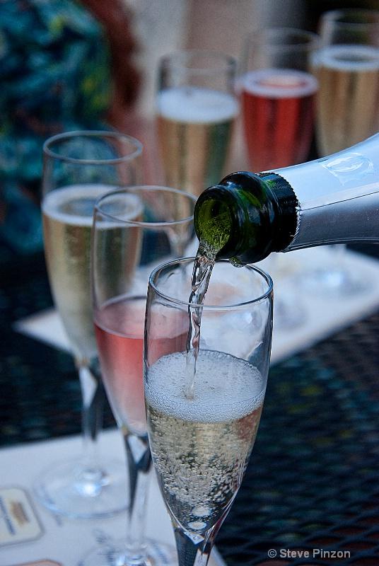 Champagne tasting - ID: 12387843 © Steve Pinzon