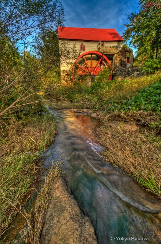 Old Mill Stream - ID: 12390470 © Yulia Basova