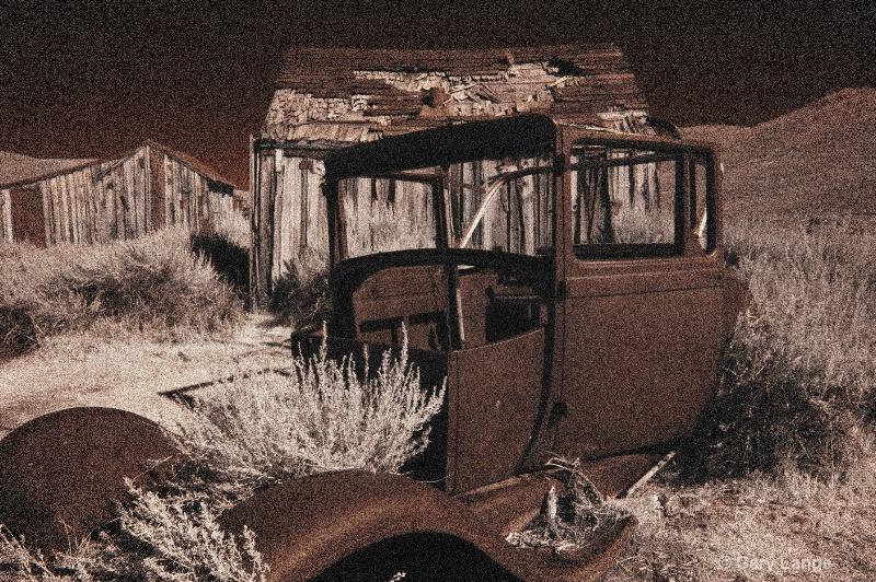 Old car in Infared2
