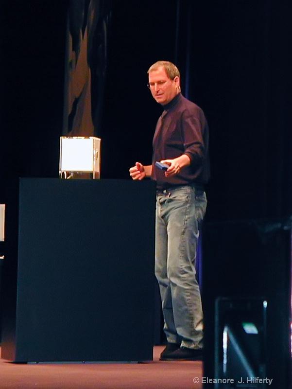 "Steve introduces ""The Cube"" - ID: 12508079 © Eleanore J. Hilferty"
