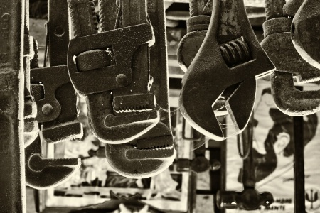 Llaves y martillos