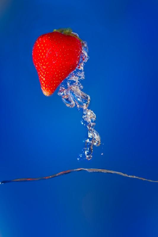 Strawberry 2 - ID: 12840354 © Karen Celella