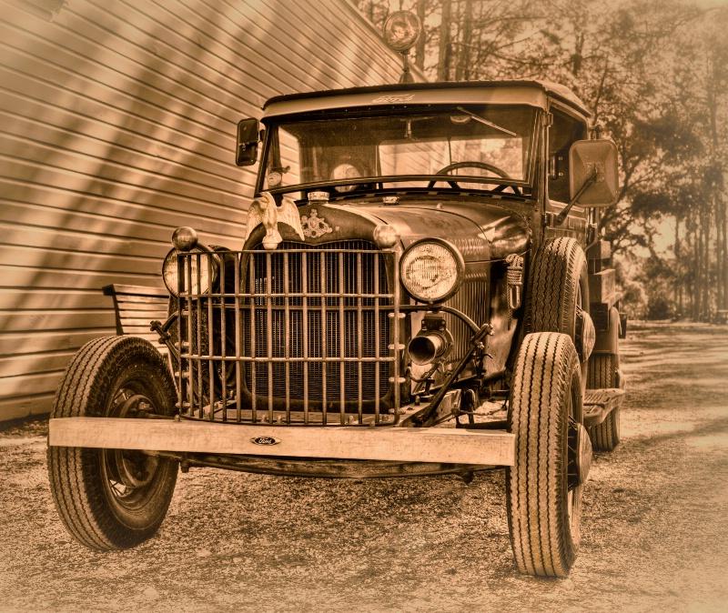 Old Ford - ID: 12841925 © Gloria Matyszyk