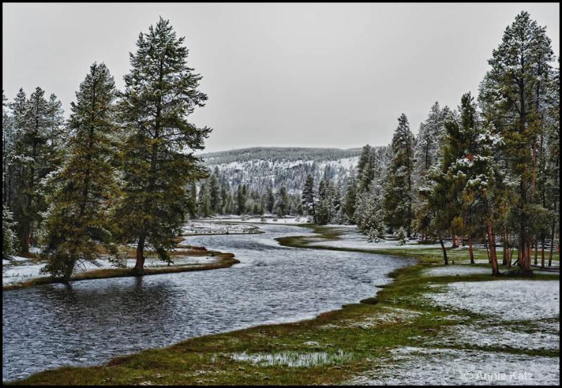 winding river - ID: 12862818 © Annie Katz