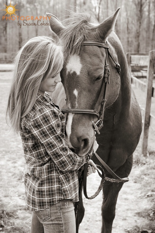 girl and her horse - ID: 12889514 © Susan Cohen