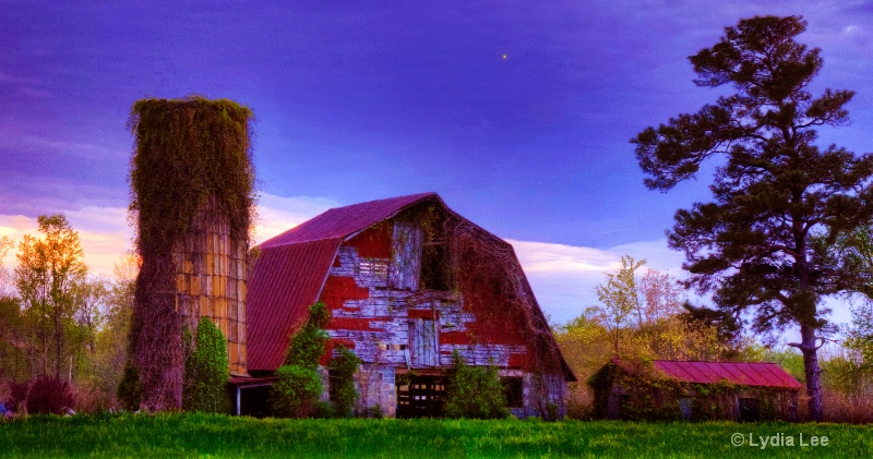 Barn and Silo saturated - ID: 12898561 © Lydia Lee