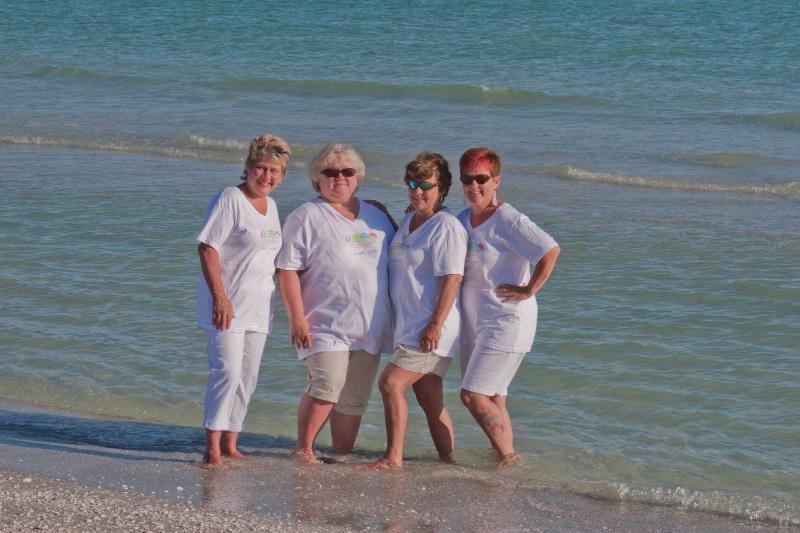 redosan sisters 4 of us in water - ID: 13030097 © Mary Iacofano