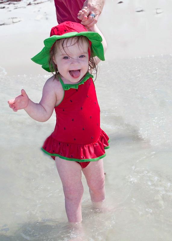 w2012 5 seasude 0322 beach gal - ID: 13034870 © Nina Shields