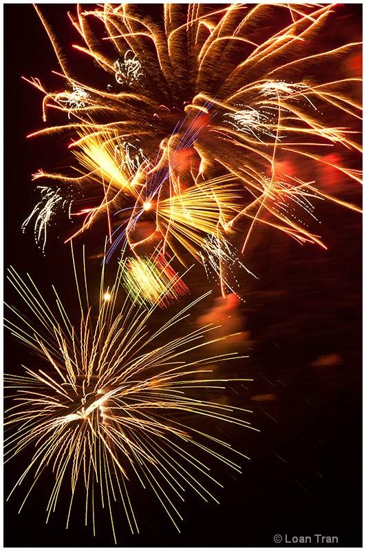 Fireworks abstract 1 - ID: 13127518 © Loan Tran