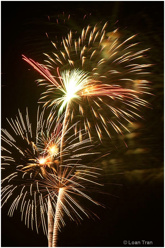 Fireworks abstract 2 - ID: 13128902 © Loan Tran