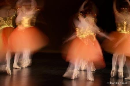 Dancing Ballerinas II