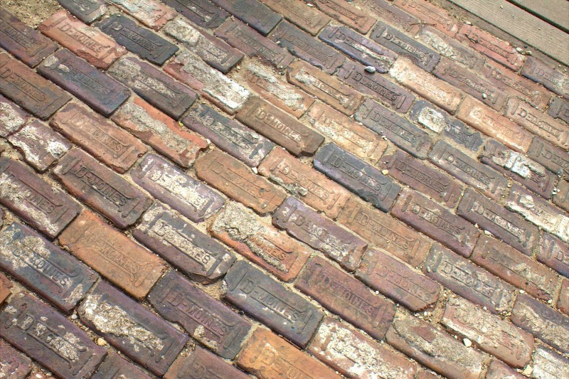 D Moines Bricks