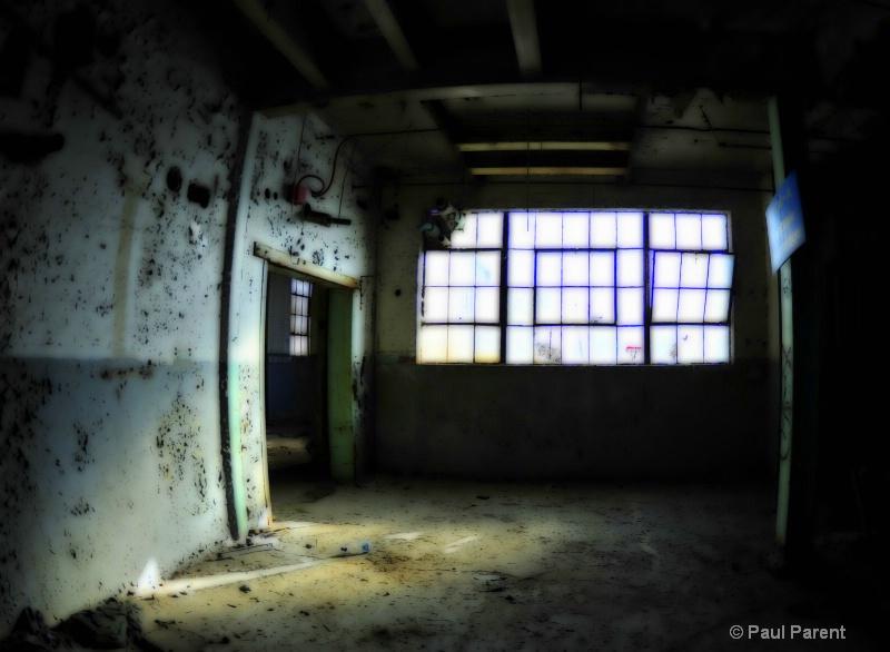 An Empty World - ID: 13623054 © paul parent