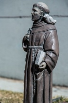 Religious Yard Statue, Minimum DOF (f4, 105mm)