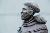 Religious Yard Statue (Revised), Minimum DOF (f4)