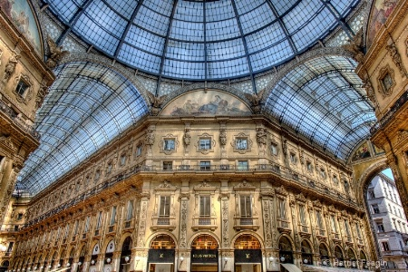 mg 4950 THE Mall in Milan  Italy