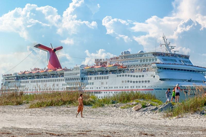 Big Ship  - ID: 13938935 © Wanda Judd
