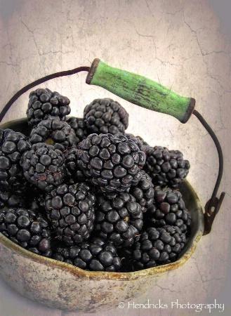 little bucket o' berries