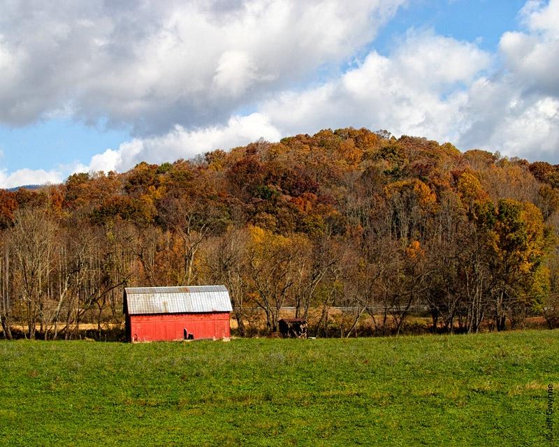 Red Barn - ID: 13993331 © Jeff Gwynne