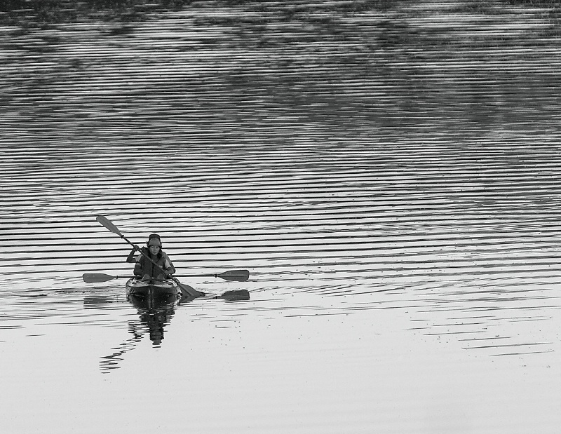 Kayakers - ID: 14048978 © Kelly Pape