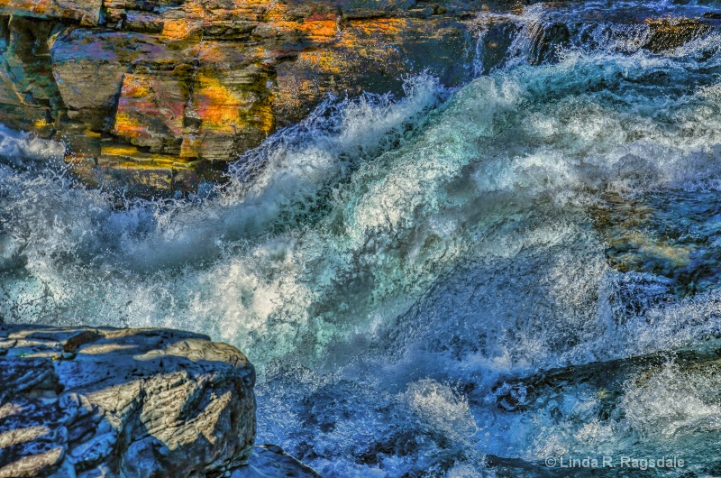 Rushing water at Glacier NP - ID: 14130453 © Linda R. Ragsdale