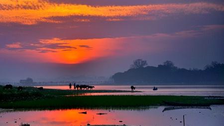 Sunset At Taungthaman Lake