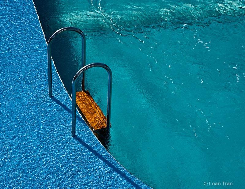 Blue Pool - ID: 14237222 © Loan Tran