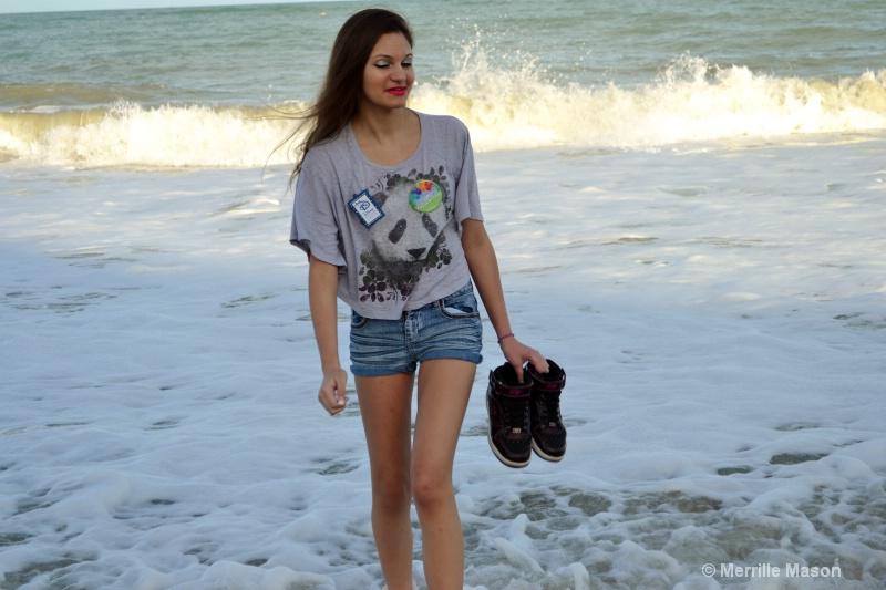 walking on Vero Beach - ID: 14346651 © Merrille Mason