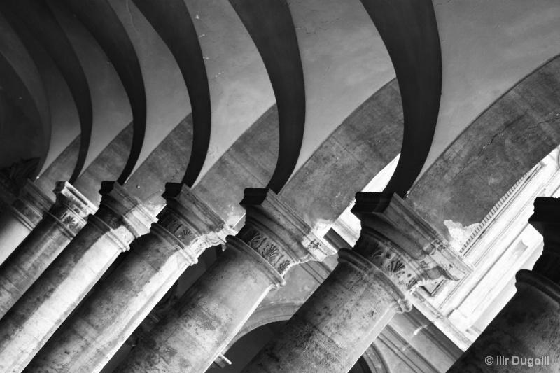 Pillars - ID: 14365288 © Ilir Dugolli