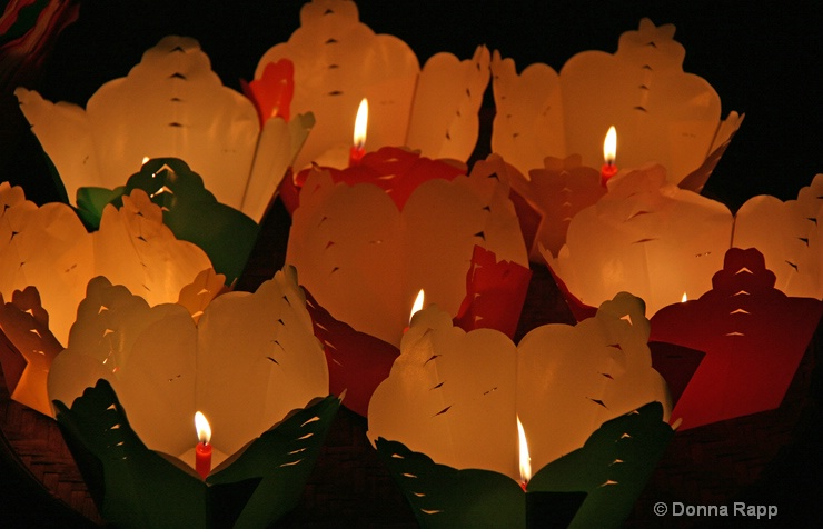 paper candles-sm - ID: 14432134 © Donna Rapp