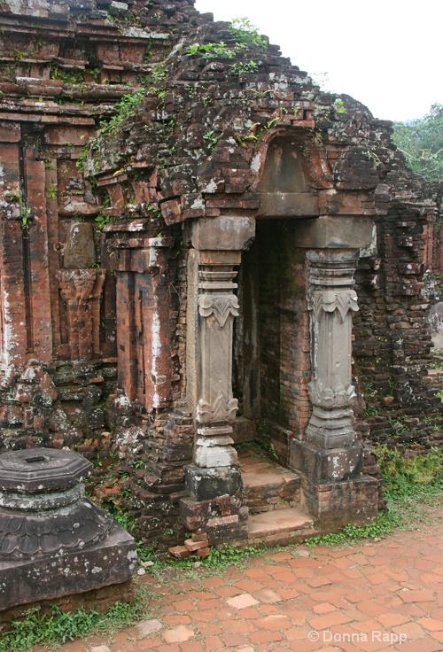 myson temple doorway-sm - ID: 14432137 © Donna Rapp